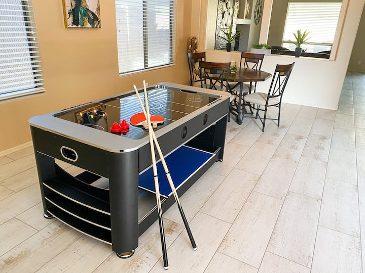 Air Hockey/Pool/Firepit/BBQ/MiniGolf in Tramanto