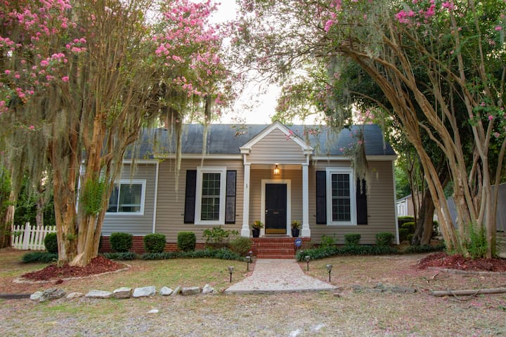 Secluded Southern Charmer, Close to Downtown!