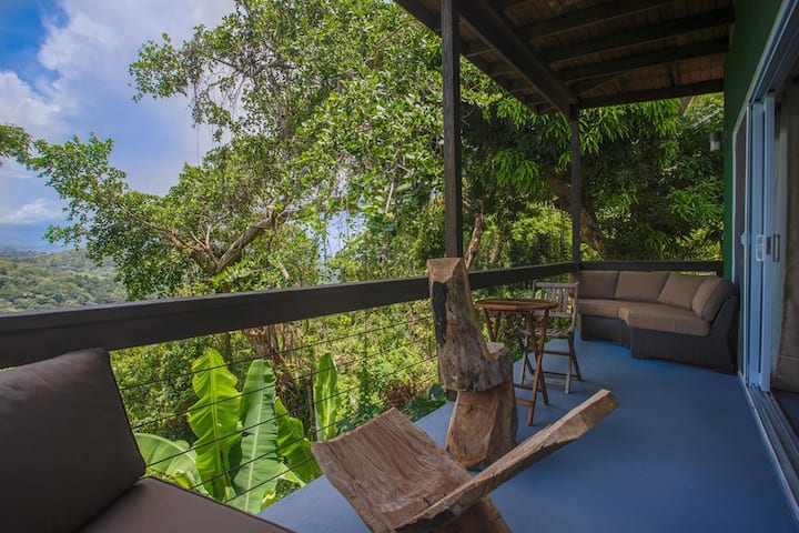 MODERN COTTAGE IN THE RAIN FOREST*5MIN FROM BEACH