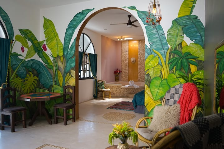 Large ocean suite, steps 2 the beach & restaurants