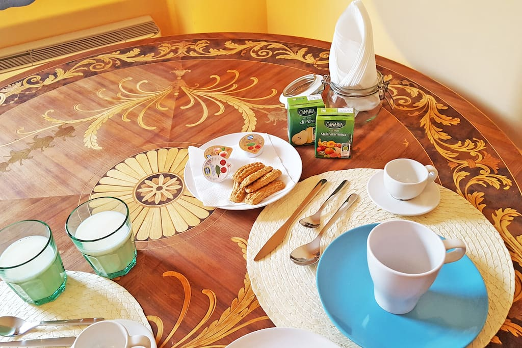 Your breakfast table in old italian inlaid wood!