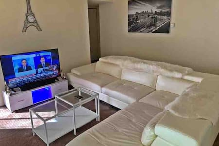 Gated apartment beside d airport close 2 downtown