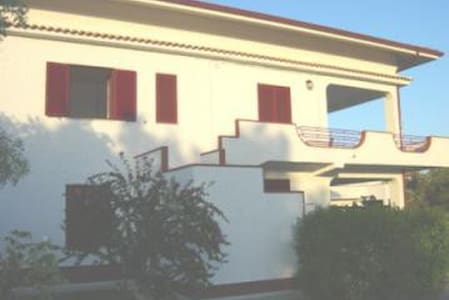 Affittasi appartamenti in villa. - Sena - Huvila