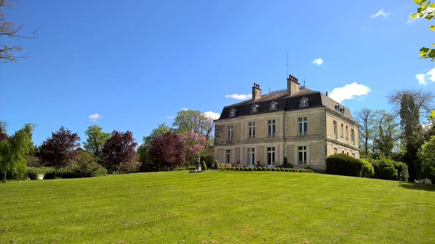 5 bedroom Chateau, 10 acres, shared pool