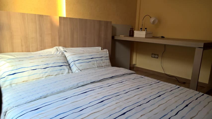Small room, double bed :) - Tarragona