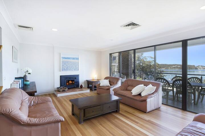 Catalina Waterfront Lodge on Lake Macquarie