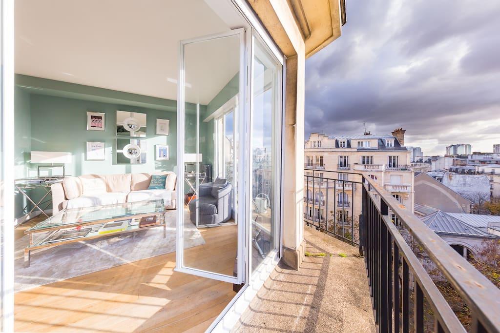 Salon lumineux avec terrasse