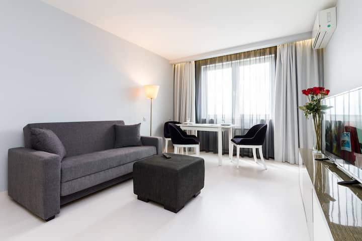 Molnar Apartments pr.Masherova 43