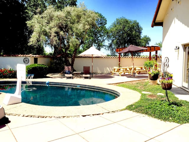 Rustic Spanish Oasis - Chico - Guesthouse
