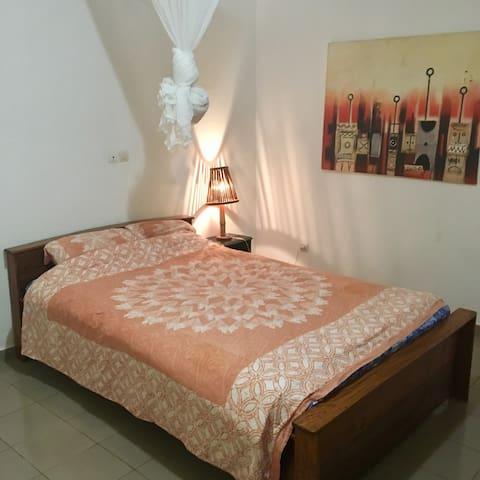 Une chambre confortable dans une maison d'hôte
