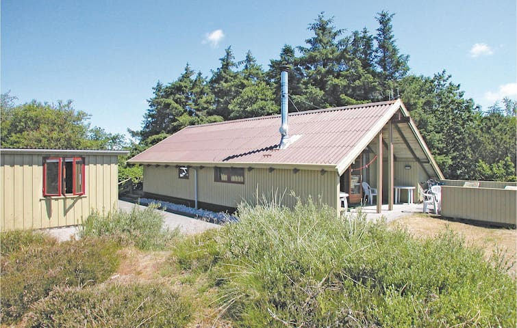 Holiday cottage with 3 bedrooms on 83 m² in Blåvand