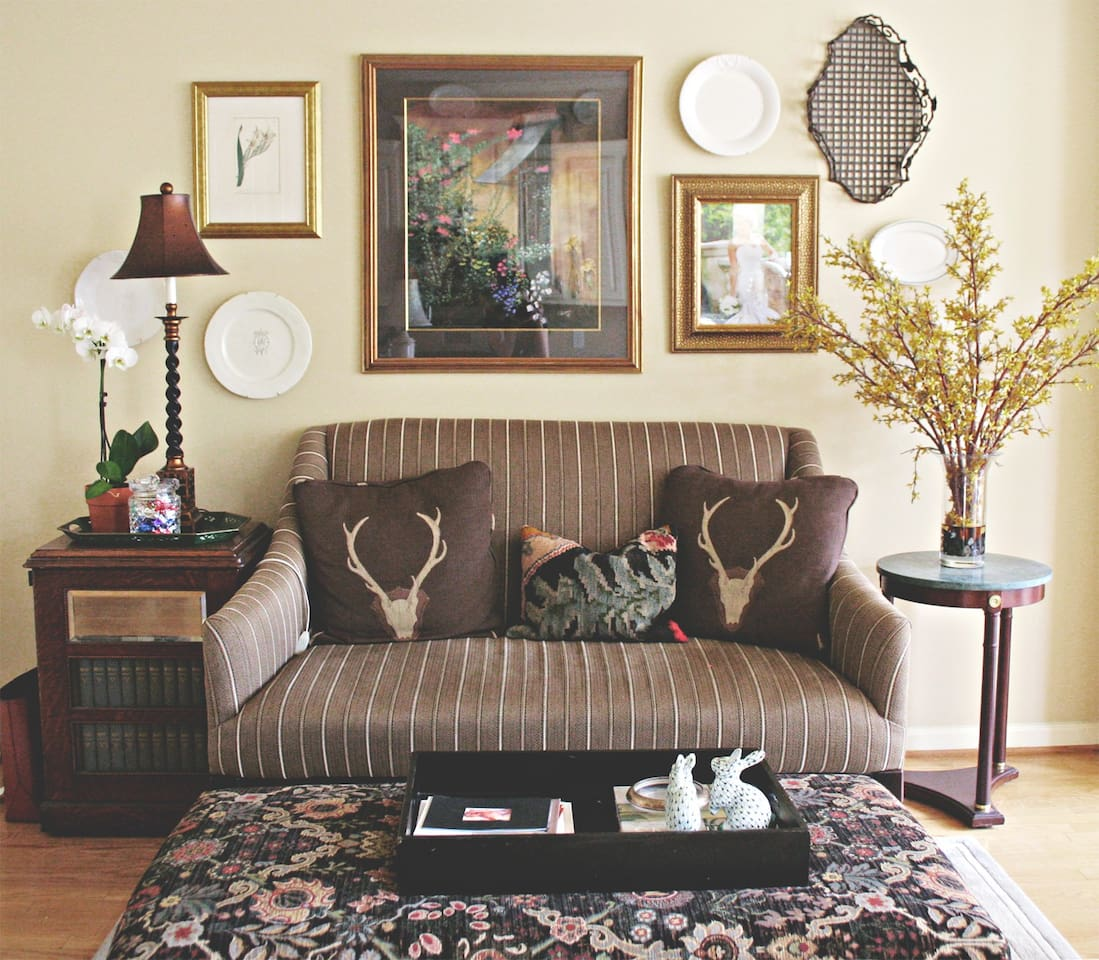 Designer decor featured in the cozy kitchen lounge.