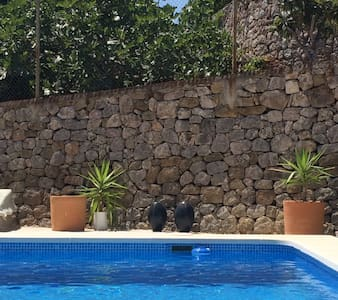 Villa with pool, terraces, garden and sea views - オリバ - 別荘