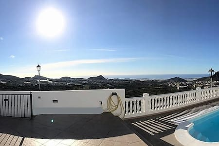 LUX VILLA AMAZING VIEW, BBQ, AIR CON & PING PONG!