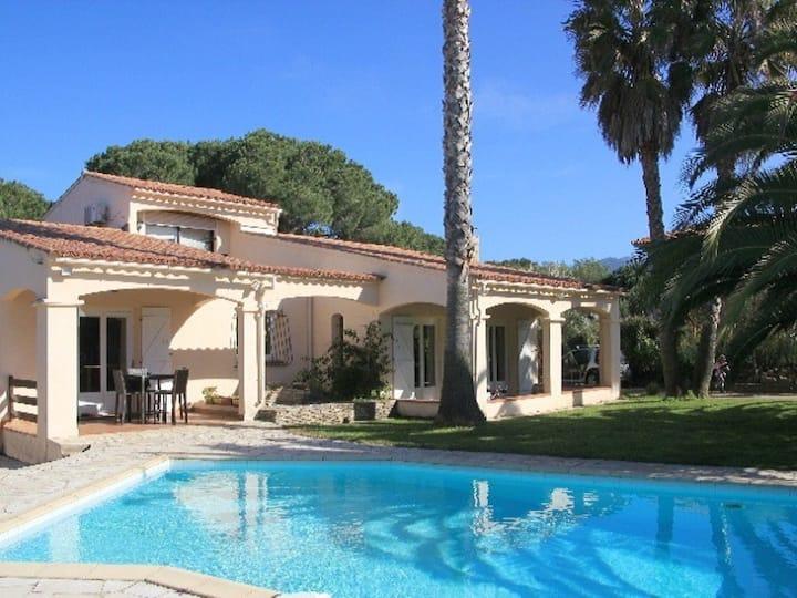 Villa spacieuse  avec piscine privée à Porticcio