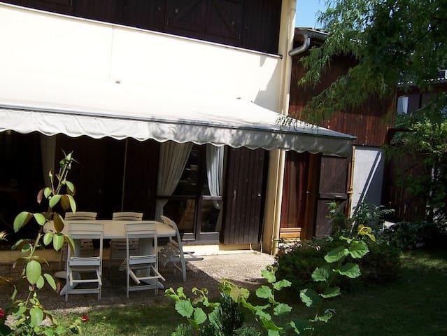 Studio indépendant avec jardin à Annecy