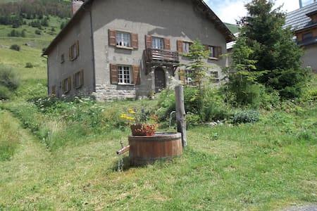 Logement situé à 1800m,Mercantour. - House