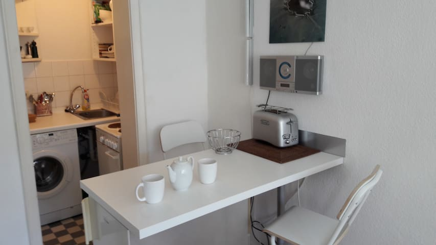 Küchentresen mit Stereoanlage