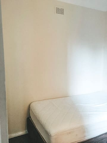 PRIVATE SINGLE ROOM IN DARLINGHURST