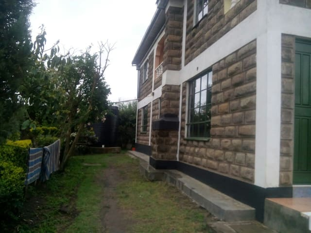 Oloosurutia Maasai, Ngong hills villa.