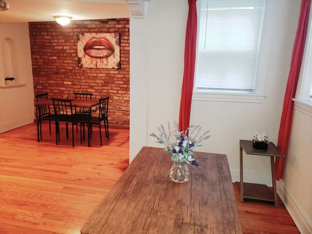 GREAT location Lincoln Park/Depaul/Beach/Zoo/Parks