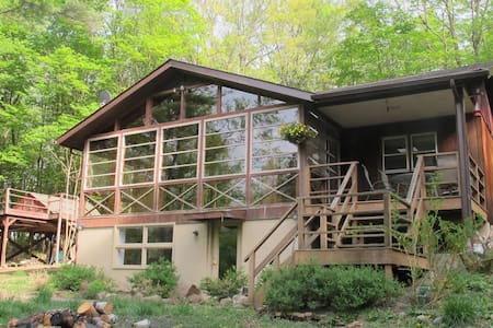 Woodsy Hudson Valley Retreat - Blooming Grove - Huis