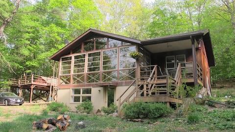 Woodsy Hudson Valley Retreat