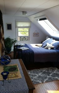 Stars under sky light, cozy queen - Wellfleet - Bed & Breakfast