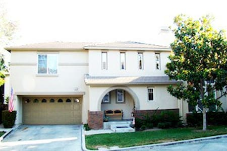 Private room and bath - Ladera Ranch - 一軒家