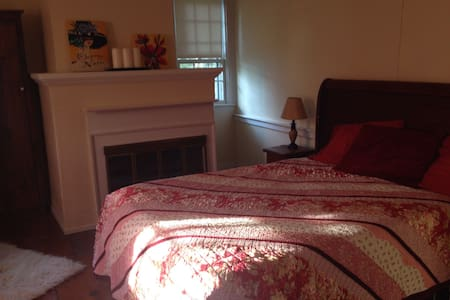 Spacious Finger Lakes Guest Room(s) - Cayuga
