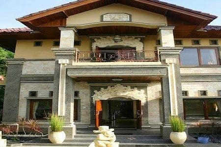 Fabulous villa in KlungKung - Aamiaismajoitus