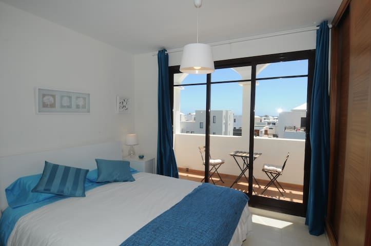 Habitación principal planta alta. Room Quenn size bed