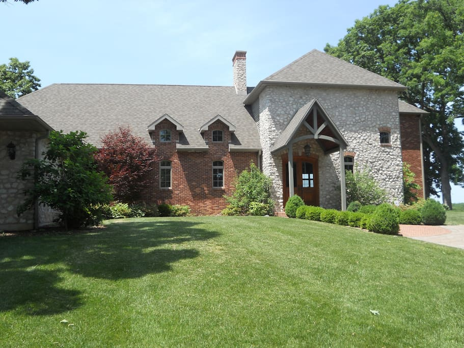 Waterfront Quincy IL Luxury Home Overlooking the Mississippi River
