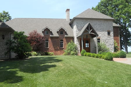 Waterfront Quincy IL Luxury Home
