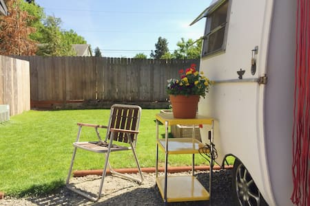Hitch & Roll - A vintage trailer! - Hood River - Camper/RV