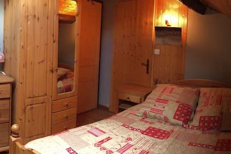 Chambres d'hôtes, gite à la ferme - Crozet - Talo