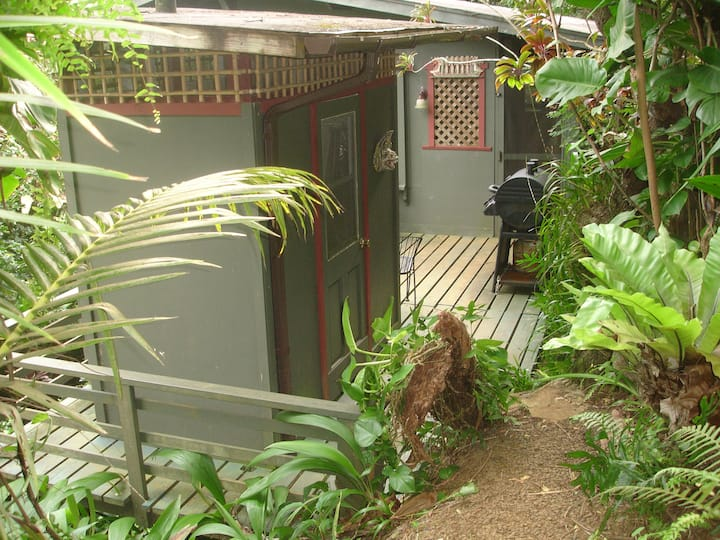 """Road to Hana"" Tibetan Jungle Cottage $ Negotiable"