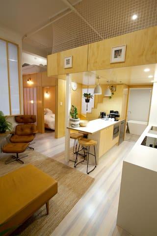 Modern Trendy Loft Apt CBD 2BD/2bath/Air Con/WiFi