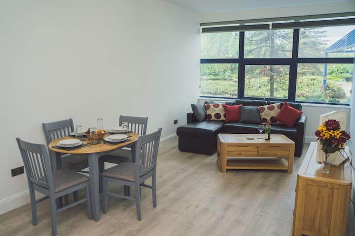 Large new apartment in central Telford near M54