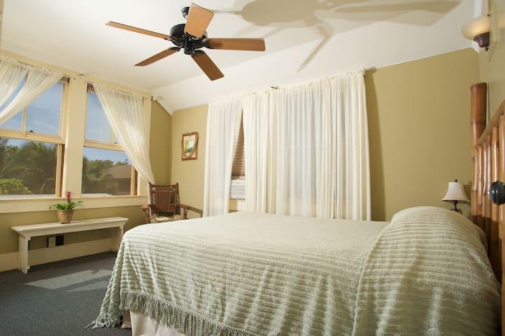 Inn Waimea- Bamboo Suite