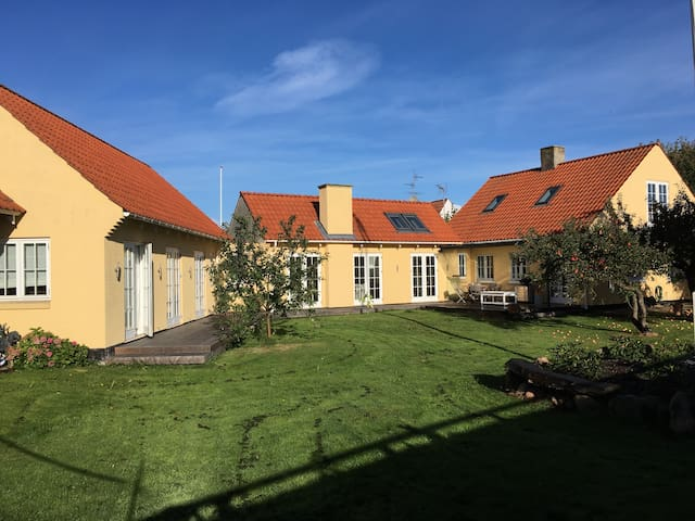Beautiful spacious house in the heart of Gilleleje - Gilleleje - Maison