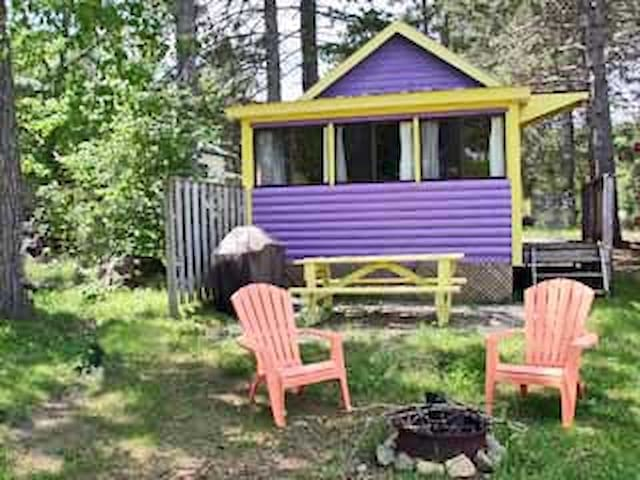 Purple Cottage, Waterfront