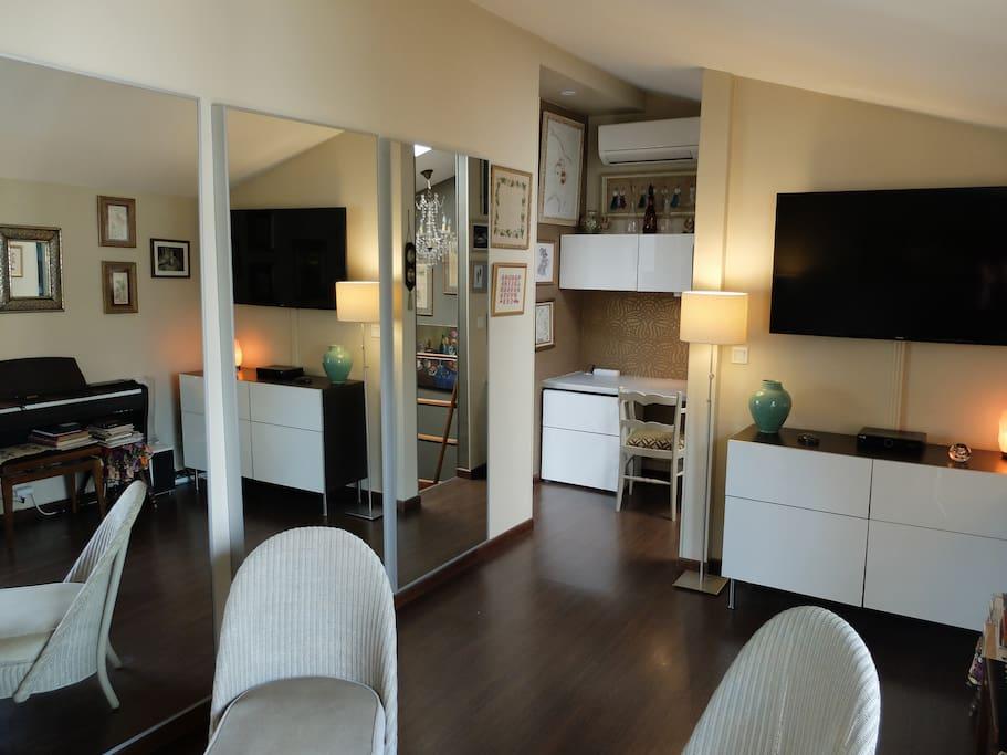 2 pi ces 42 m2 marais balcon et climatisation apartments for rent in paris le de france. Black Bedroom Furniture Sets. Home Design Ideas