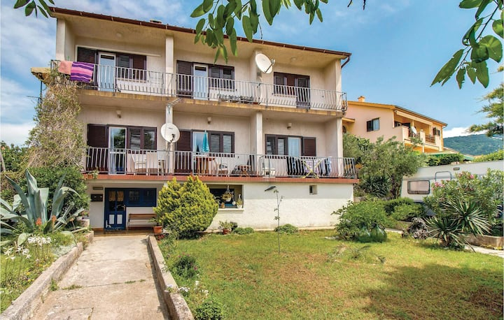 Awesome home in Cres with WiFi and 1 Bedrooms