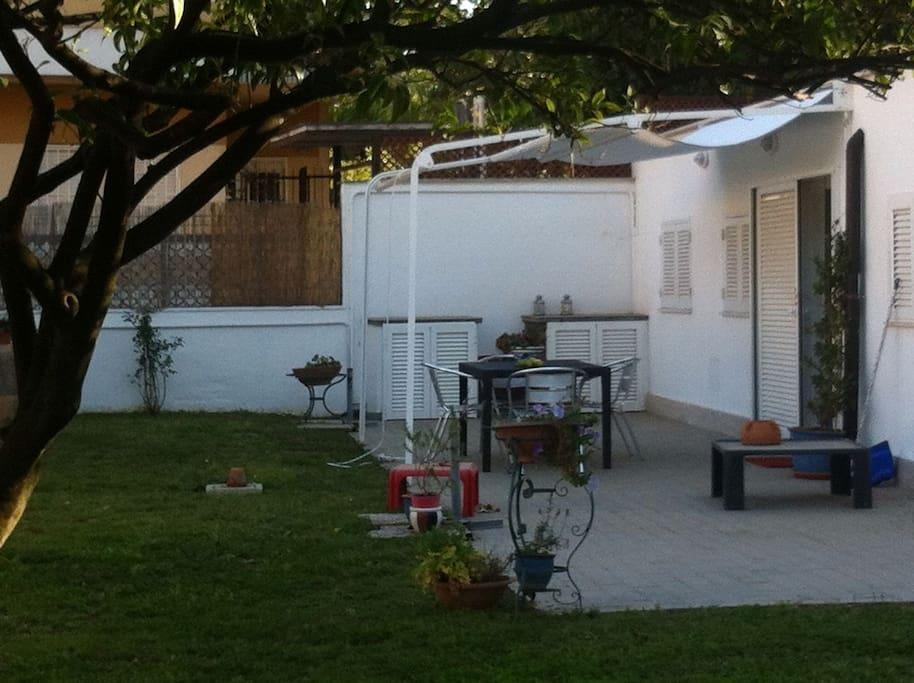 Casa con giardino a 100mt dal mare case in affitto a terracina lazio italia - Casa con giardino milano ...