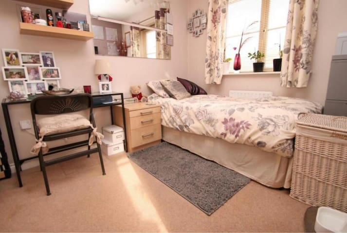 bedroom to let - Sale - Hus