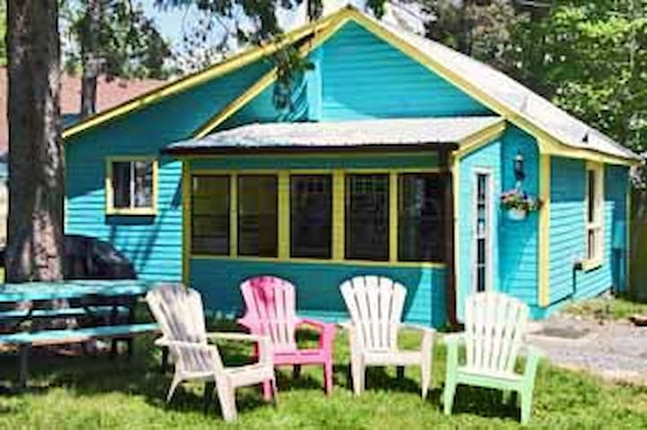Blue, Deluxe Cottage - Wilberforce - Cottage