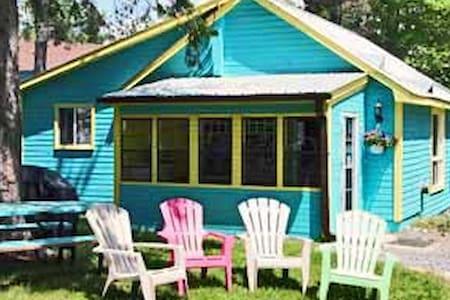 Blue, Deluxe Cottage - Wilberforce - Blockhütte