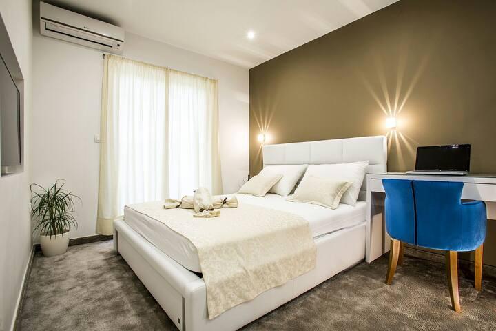 Luxury double bed room with balcony - Stobreč - House