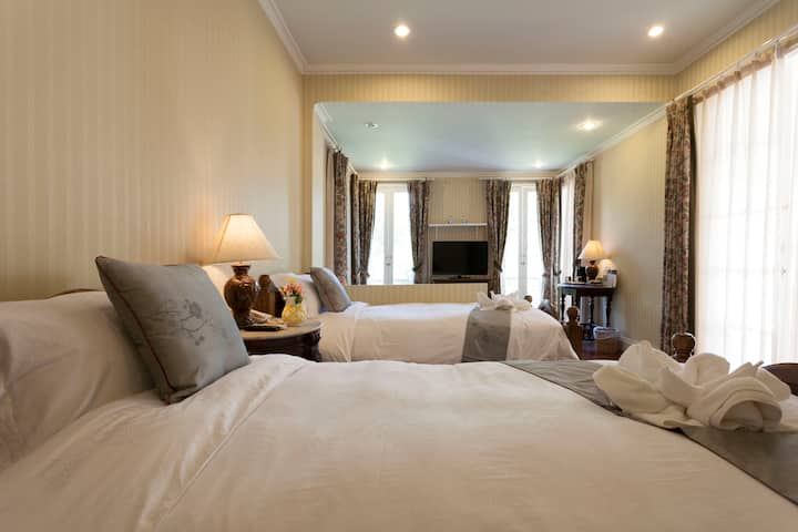 Luxury twin bedroom Villa